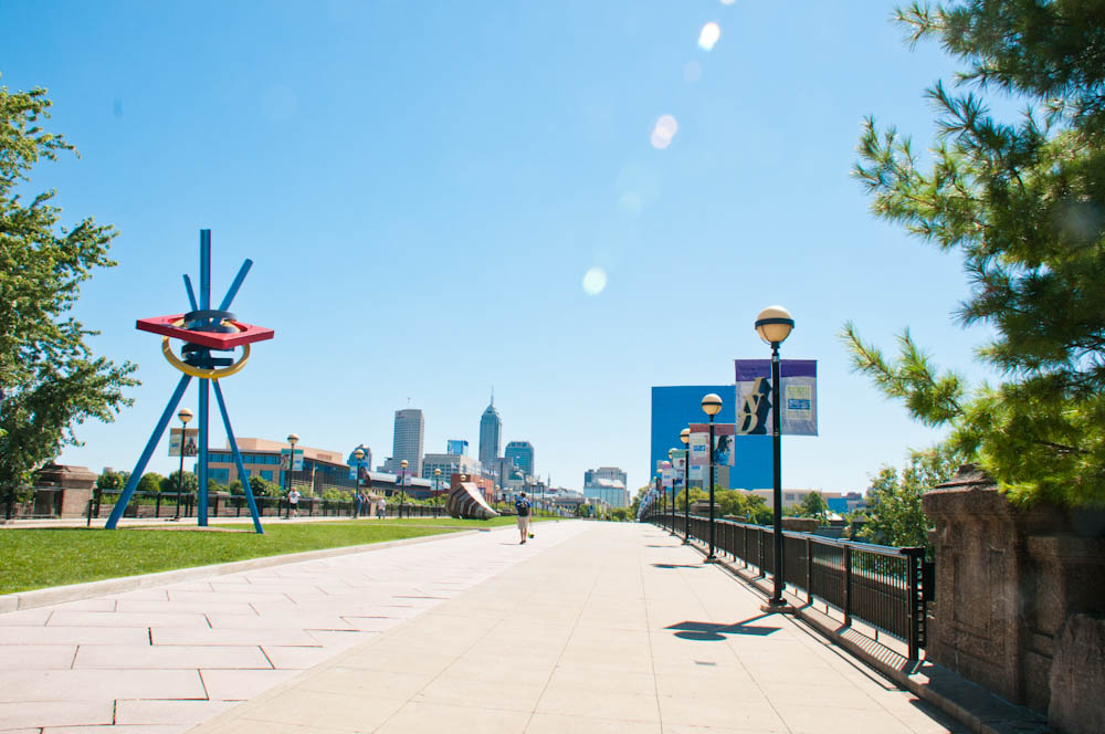 Pedestrian Bridge links downtown Indy to White River State Park